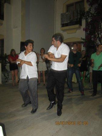 Hotel Serpina: gangnam style... traditional turkish dance :P