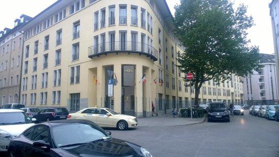 GHOTEL living München-Zentrum: Hotel Entrance