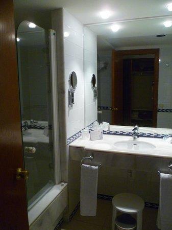 Hipotels Barrosa Park: salle de bain