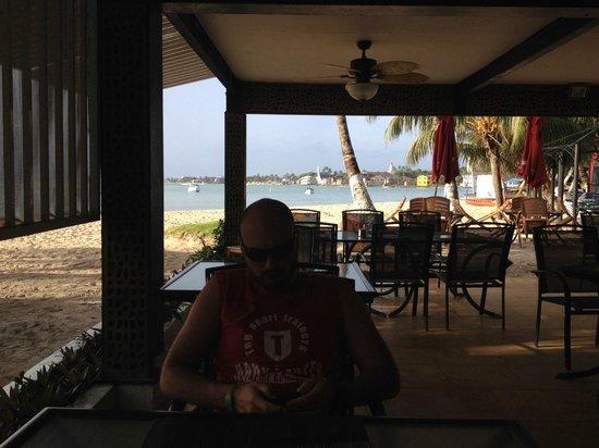 Cocoplum Beach Hotel : Restaurante