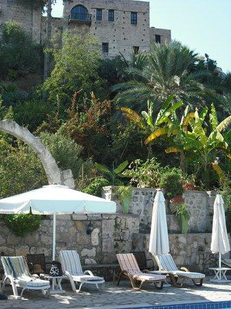 Hotel Bellapais Gardens : Bellapais monastery towers above the pool area