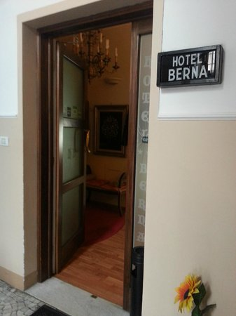 Hotel Berna : The entrance of the hotel