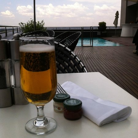 Radisson Blu Gautrain Hotel: Waiting for dinner by the pool