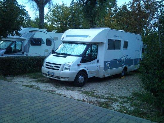 Camping Village Roma: Piazzola grande e comoda.