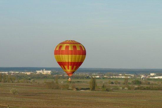 Meursault, France : Beaune-montgolfière