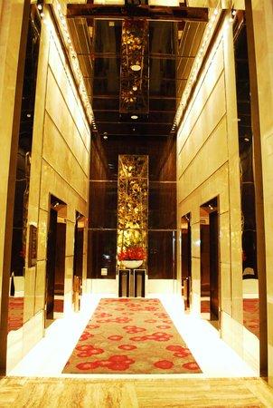 The Ritz-Carlton Shanghai, Pudong: Lift lobby