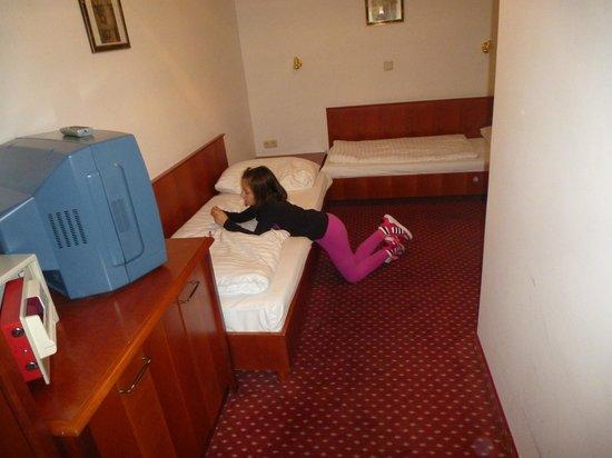 Hotel Carlton Opera: camera bimbi