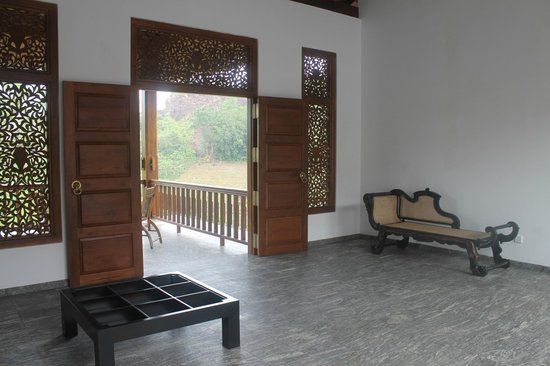 Niyagama House : Public areas upstairs located around the courtyard