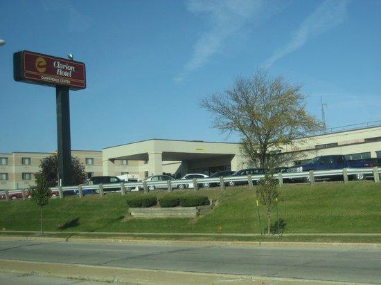 Clarion Hotel Airport: exterior