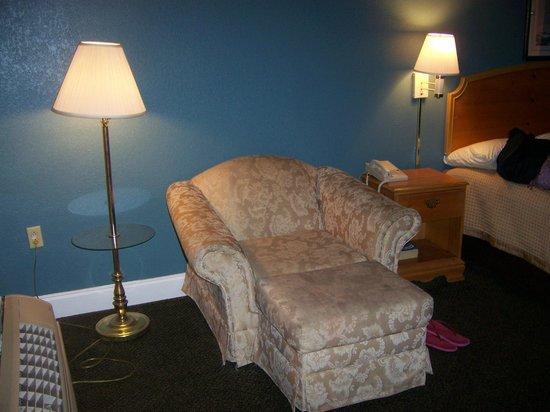 Super 8 Norfolk Chesapeake Bay: Arm Chair