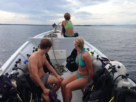 La Buga Dive Center & Surf School: On our way to Tiger Rock