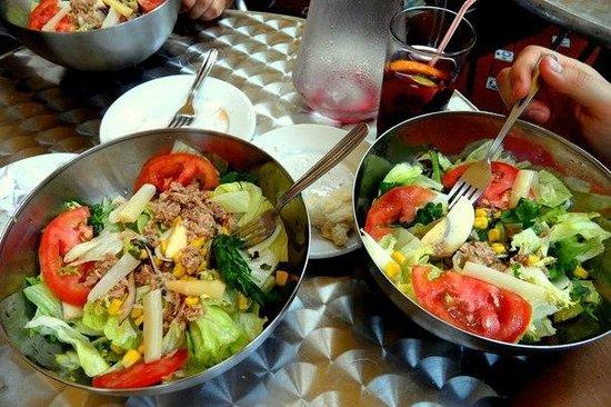 Bodegas Quitapenas: тазики салата
