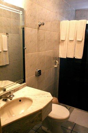 Hotel Cassino Iguassu Falls: Banheiro Apartamento