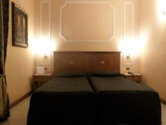 Amalia Hotel: suítes são espaçosas e iluminadas e climatizadas.