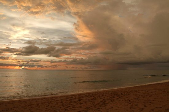 Ramada Khao Lak Resort: One of the sunsets we had, it was so red!