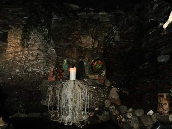 The Museum of Witchcraft and Magic: Grotto