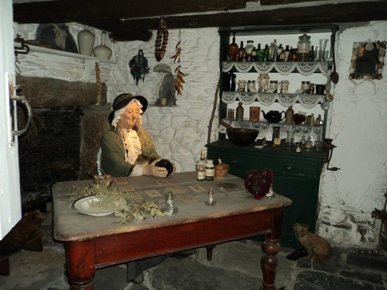 The Museum of Witchcraft and Magic: Cunning Woman