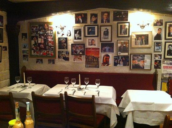 Le pareti con le foto di star di fama mondiale
