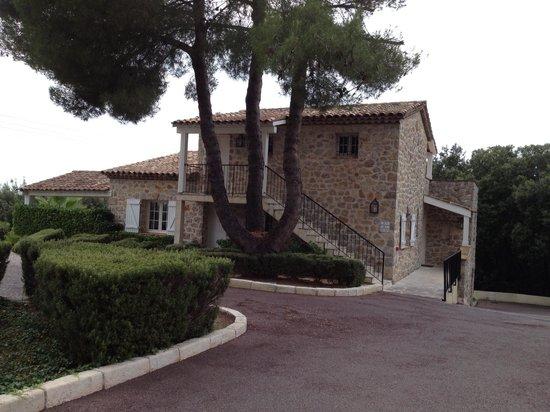 Sandton Hôtel & Residence Domaine Cocagne : Mooie locatie voor kamer