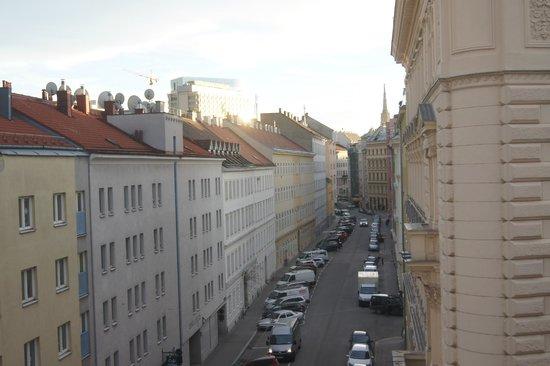 MEININGER Hotel Wien Downtown Franz : вид из окна