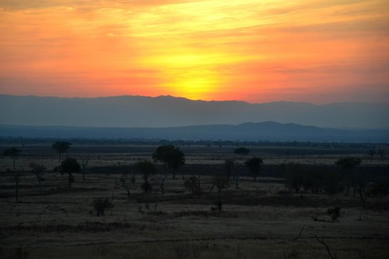 Stanley's Kopje Camp: Sunset over the savannah