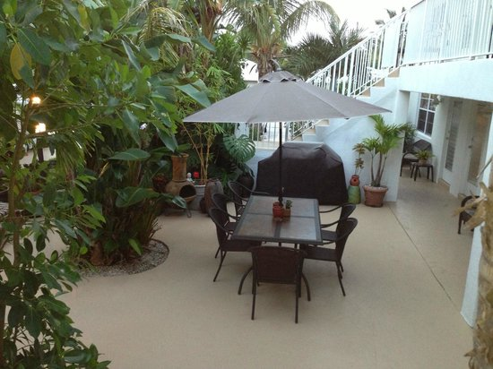 Sunshine Shores Resort: Patio