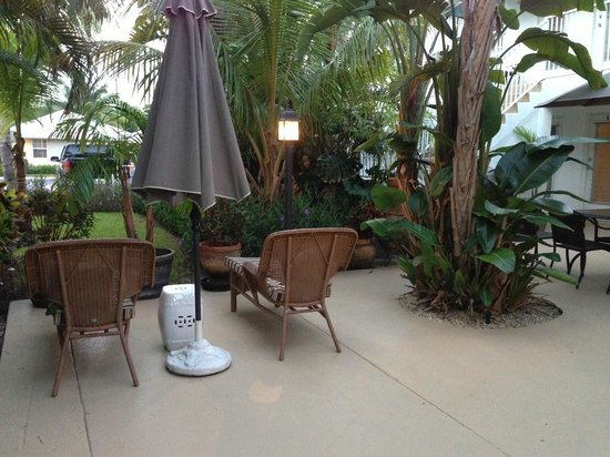 Sunshine Shores Resort: Patiio