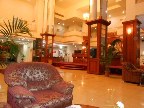 Le Grande Plaza Hotel : Inside view of lobby