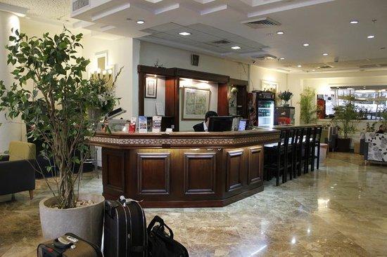Deborah Hotel: Ресепшн