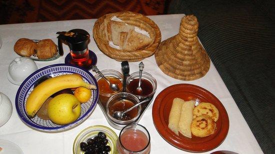 Riad Dar Cordoba: Solo algunas cosas del desayuno... había muchooo mas!