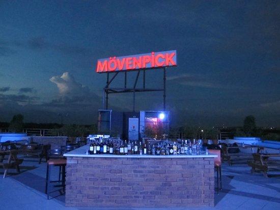Movenpick Hotel & Spa Bangalore: Nice rooftop lounge