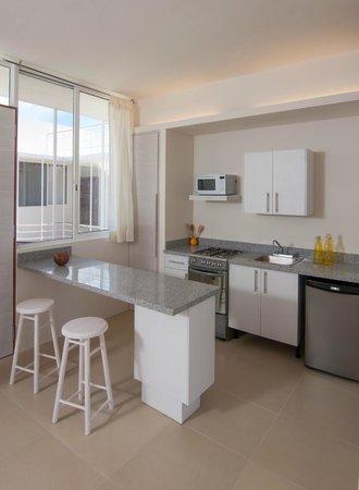 Foto de la casa del mar puerto morelos cocina y barra for Tabla de la barra de la cocina de separacion