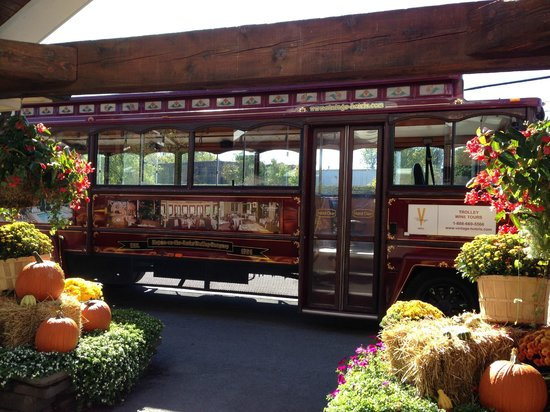 The Pillar and Post Inn, Spa and Conference Centre : Wine tour trolley bus
