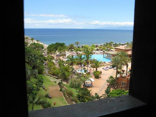 H10 Costa Adeje Palace: Vista dall'interno dell'ascensore