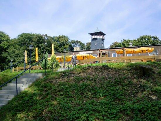 Wieterturm: Blick vom Parkplatz auf das Restaurant