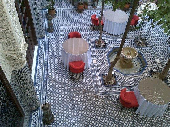 Ryad Alya : Il patio centrale visto dalle finestre interne
