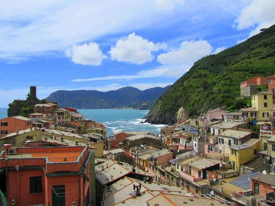 Rooms La Torre: vernazza and the harbor