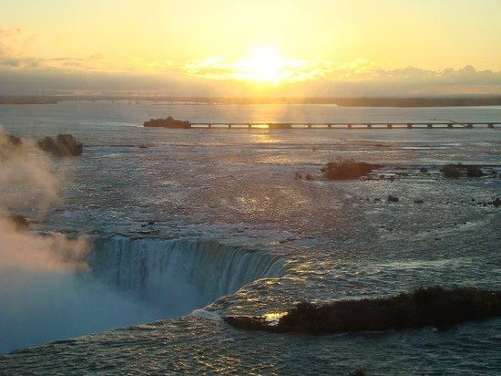 Niagara Falls Marriott Fallsview Hotel & Spa : I awoke early both mornings to just watch the falls and get some great pictures!