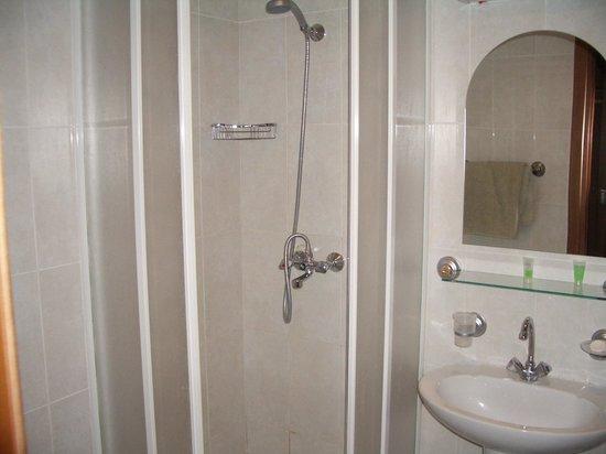 Blue Sevan Resort Centre: bathroom