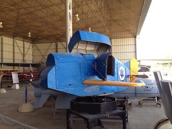 Hatzerim Israel Airforce Museum: деревянный самолетик