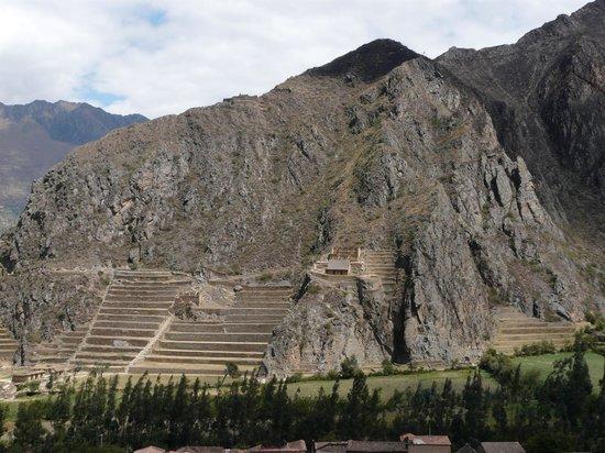 Pinkuylluna Mountain Granaries: Ollantaytambo