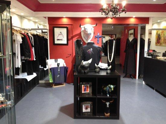 Boutique taurine Sol y Sombra, Nimes : getlstd_property_photo