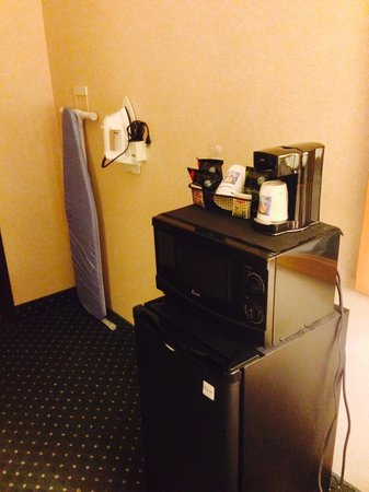 Comfort Inn Jamestown: Microwave and fridge