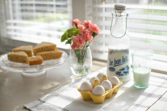 Beacon House Inn Bed & Breakfast: Artisan Breakfast