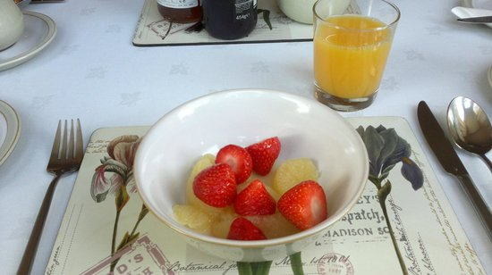 Tate House: Fresh strawberries with grapefruit and fresh orange to start