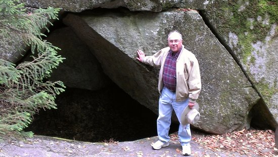Grafton Notch State Park : Moose Cave in Park