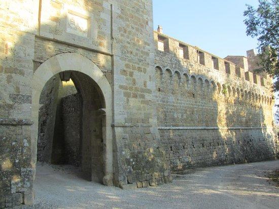 Agriturismi Il Castello La Grancia : ingrsso mura
