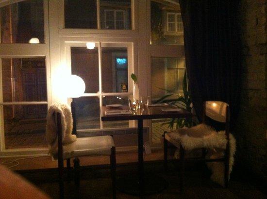 Leib Resto ja Aed: Downstairs window table