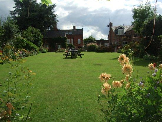 Kegworth House: the garden