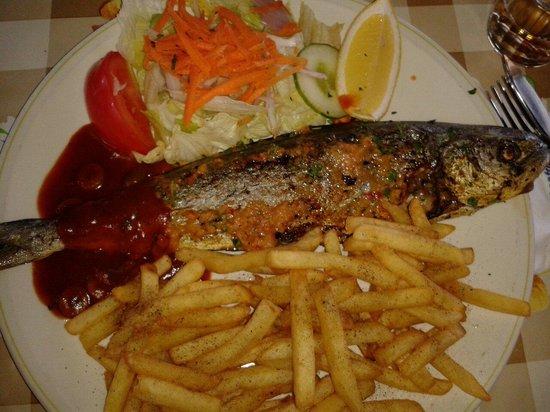Georges Seafront Restaurant: lampuki menù dish